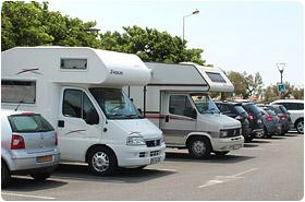 les camping-cars stationnent à nouveau sur les places et voies publiques de la commune